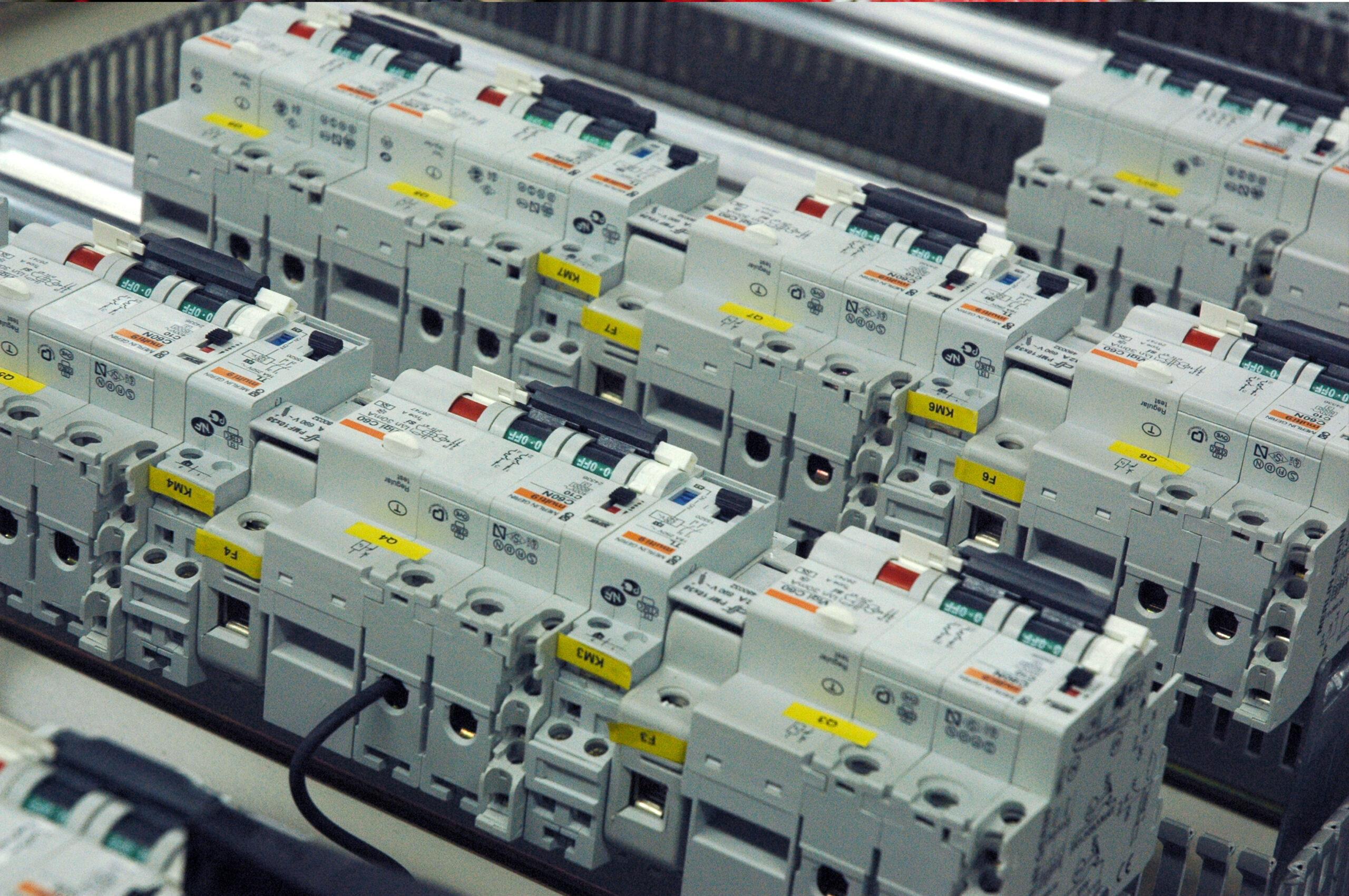 Muntatges elèctrics